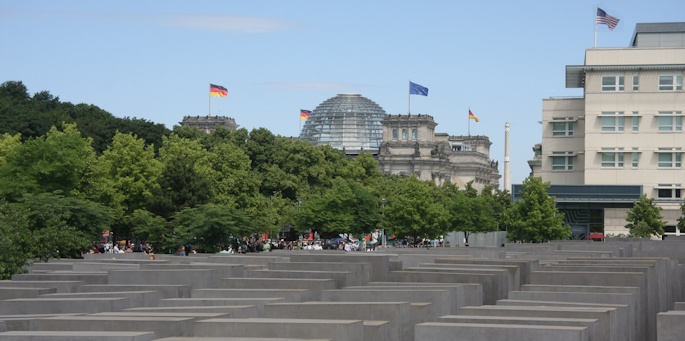 Holocaust Memorial with Reichstag behind ©Ken Woolfenden