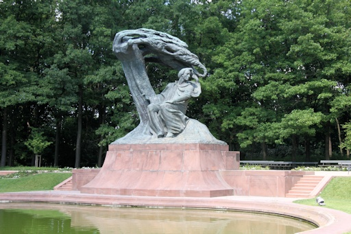 Memorial to Fryderyk Chopin©Ken Woolfenden
