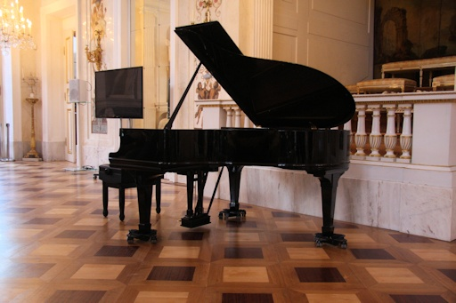The piano in the Łazienki Palace©Fiona Woolfenden