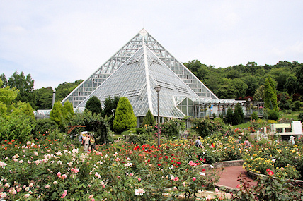 Pyramid Greenhouse in Fululu Gardens
