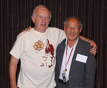 Werner Stastny in his Sakamoto Ryoma T-shirt with Shigetoshi Yasuoka, President of the Sagamihara Clematis Association
