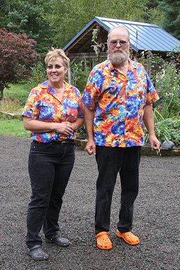 Debbie Fischer and Dennis Hutchinson welcome us to Silver Star Vinery©K.Woolfenden