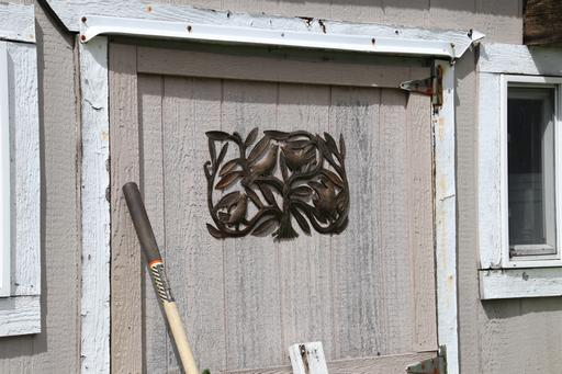 Decorative panel on shed door©Ken Woolfenden