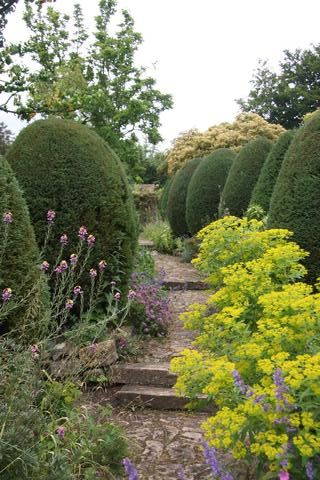 One of the many paths through the garden©Ken Woolfenden