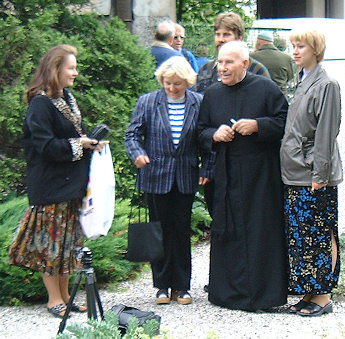 Brother Stefan Franczak with members of the Estonian Clematis Club - June 2000©Ken Woolfenden